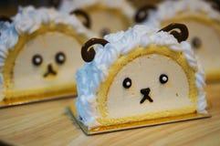 Il piccolo rotolo del dolce delle pecore fotografie stock libere da diritti
