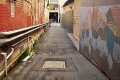 Il piccolo vicolo per la camminata della gente va rivoltare il fieno il centro commerciale della via a Perth, Australia fotografia stock