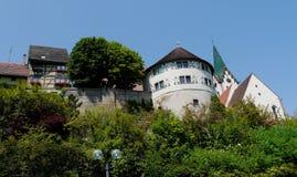 Il piccolo villaggio di Engen Hegau in Germania ed il tedesco anziano alloggia l'architettura Fotografia Stock Libera da Diritti