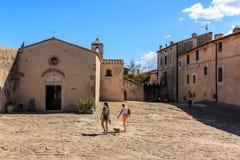 Il piccolo villaggio Populonia, Toscana, Italia immagini stock libere da diritti