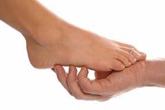 Il piede della donna ed equipaggia la mano Fotografia Stock