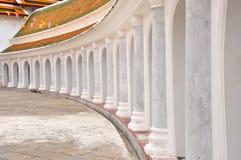 Il piedistallo intorno 'al tempio tailandese di s. Immagini Stock Libere da Diritti