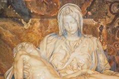 Il Pieta del Michelangelo nella basilica di St Peter Fotografia Stock Libera da Diritti