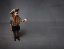 Il pirata ha indicato lo spazio vuoto laterale immagine stock