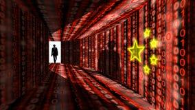 Il pirata informatico dell'elite entra nel corridoio di informazioni con le lombate rosse digitali Fotografia Stock Libera da Diritti