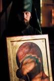 Il pittore dell'icona Fotografia Stock Libera da Diritti