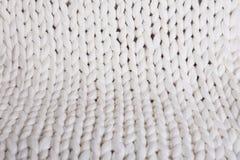 il plaid bianco grande tricotta coperta tricottata treccia di struttura fotografia stock libera da diritti