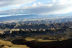 Il plateau tibetano nei raggi del tramonto Fotografia Stock