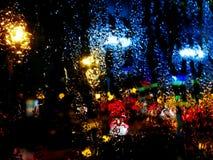 Il pleut en dehors de la fenêtre photo libre de droits