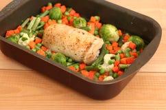 Il pollo farcito rotola al forno Immagine Stock