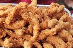 il pollo fritto è delizioso nel mercato Immagini Stock