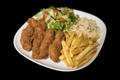 Il pollo Goujons è servito sul piatto fotografia stock libera da diritti