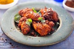 Il pollo ha ricoperto in zenzero, foglia del curry e marinata del fieno greco immagine stock