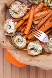 Il pollo rotola con le carote Fotografie Stock Libere da Diritti