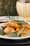 Il pollo, stufato in pomodoro, vino ed erba sauce Fotografie Stock