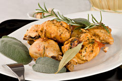 Il pollo, stufato in pomodoro, vino ed erba sauce Fotografia Stock