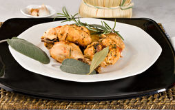 Il pollo, stufato in pomodoro, vino ed erba sauce Immagini Stock Libere da Diritti