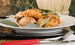 Il pollo, stufato in pomodoro, vino ed erba sauce Fotografia Stock Libera da Diritti
