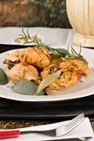 Il pollo, stufato in pomodoro, vino ed erba sauce Immagini Stock