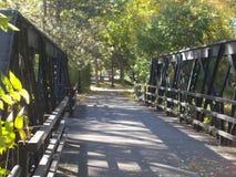 Il ponte alla passeggiata dell'insenatura Immagini Stock