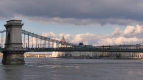 Il ponte a catena di Széchenyi a Budapest archivi video