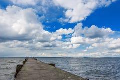 Il ponte che allunga nel mare Fotografia Stock Libera da Diritti