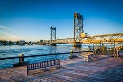 Il ponte commemorativo sopra il fiume di Piscataqua, a Portsmouth, Ne fotografia stock libera da diritti