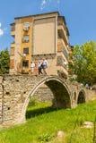 Il ponte dei bottalisti, o ponte di Tabak, un ponte dell'arco della pietra dell'ottomano a Tirana, Albania fotografia stock