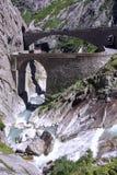 Il ponte del diavolo alla st Gotthard passa sopra le alpi svizzere Fotografia Stock