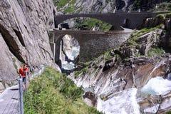 Il ponte del diavolo alla st Gotthard passa sopra le alpi svizzere Fotografia Stock Libera da Diritti