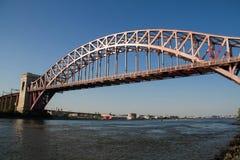 Il ponte del portone dell'inferno sopra il fiume, New York fotografia stock