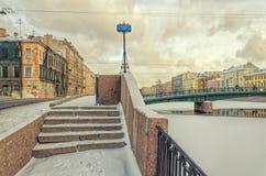 Il ponte dell'Armata Rossa di Krasnoarmeyskiy visto dal ponte di Smezny Immagine Stock Libera da Diritti