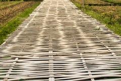 Il ponte di bambù è fatto di bambù fotografie stock libere da diritti