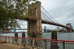 Il ponte di Brooklyn famoso fotografie stock