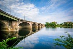 Il ponte di Bulkeley sopra il fiume Connecticut, a Hartford, raggiro fotografia stock