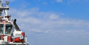 Il ponte di capitano sulla nave immagini stock