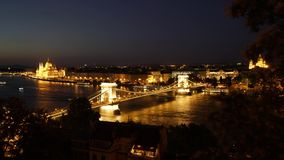 Il ponte di catene a Budapest stock footage