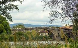 Il ponte di Kadin - è situato nel centro del villaggio Nevestino, Bulgaria Immagini Stock