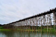 Il ponte di legno più lungo della Tailandia Fotografia Stock Libera da Diritti