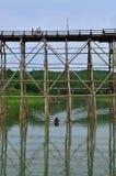 Il ponte di legno più lungo della Tailandia Fotografia Stock
