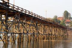 Il ponte di lunedì del sangkhlaburi, kanchanaburi Immagini Stock