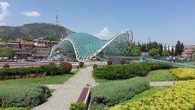 Il ponte di pace ? un ponte pedonale a forma di arco fotografia stock libera da diritti