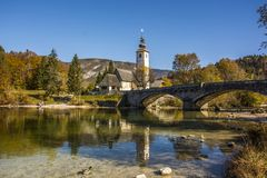 Il ponte di pietra sopra il lago Bohen fotografie stock libere da diritti