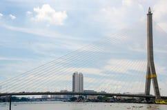 Il ponte di Rama VIII sopra il fiume Chao Praya a Bangkok, fotografie stock libere da diritti