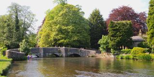 Il ponte di Sheepwash in Ashford-in--acqua in Derbyshire, Inghilterra Fotografia Stock Libera da Diritti