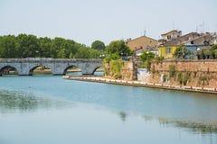 Il ponte di Tiberius a Rimini, Italia immagine stock libera da diritti