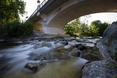 Il ponte di un villaggio francese immagine stock libera da diritti
