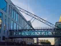 Il ponte di vetro fra le costruzioni in San Pietroburgo, Russia del teatro di Mariinsky Fotografie Stock