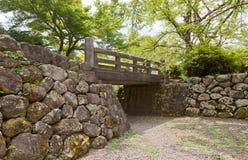Il ponte, il fossato e le pareti di pietra di Echizen Ohno fortificano a Ohno, Jap Fotografia Stock Libera da Diritti