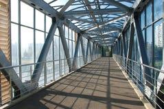 Il ponte per i pedoni Immagine Stock